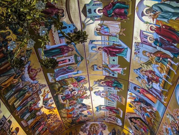 Pothia kalymnos greece setembro o teto da igreja ortodoxa de saint savvas do santo padroeiro