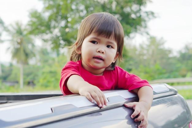 Potrait cute asian kid menina do bebê