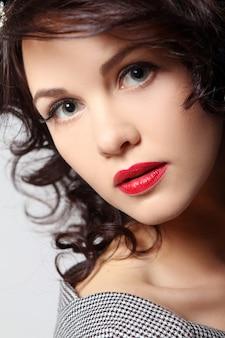 Potrait da jovem mulher bonita