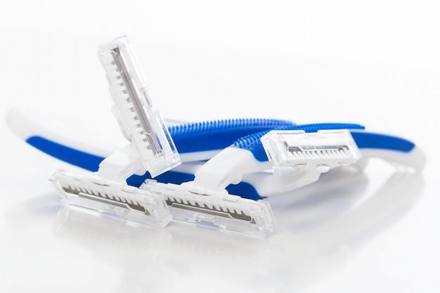 Poucas máquinas de barbear para homens