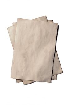 Poucos pedaços antigos de manuscrito ou pergaminho em papel antigo vintage em ruínas