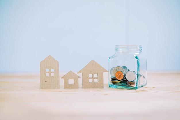 Poupança para investimento na compra de uma casa, conceito de empréstimo à habitação