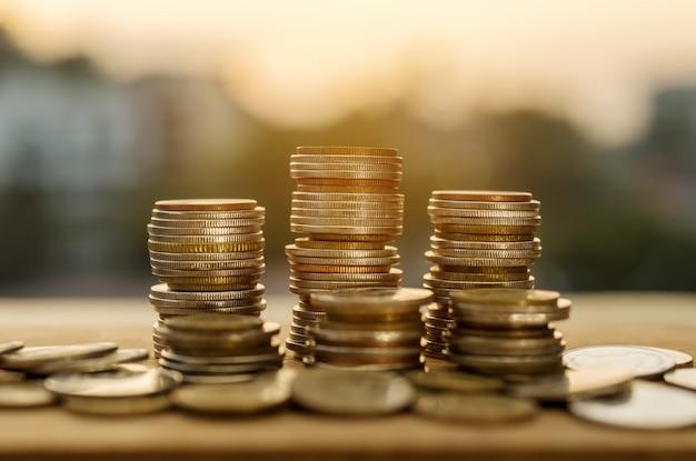 Poupar dinheiro e conta conceito de finanças