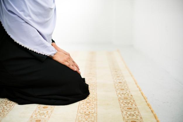 Povo muçulmano está rezando