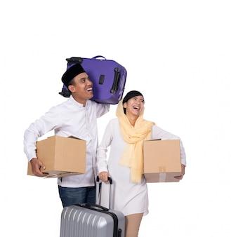 Povo muçulmano indo para férias de viagem eid mubarak