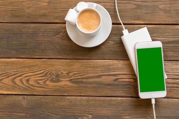 Powerbank carregando um smartphone