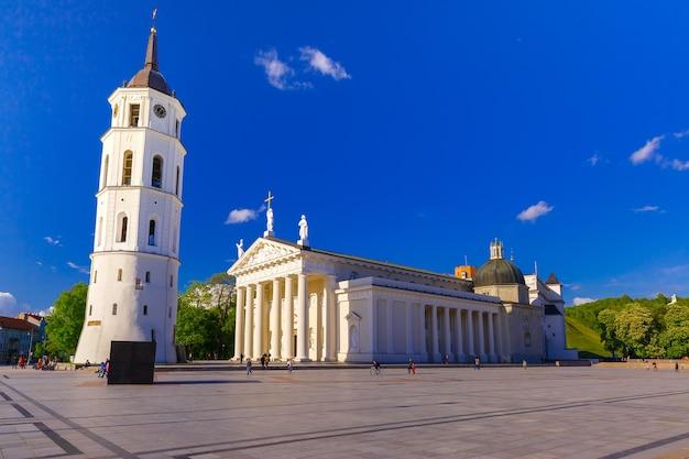 Praça da catedral em vilnius, lituânia, estados bálticos