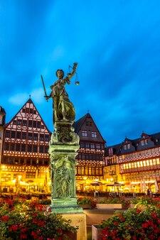 Praça da cidade romerberg frankfurt alemanha