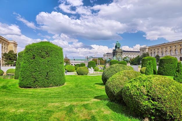 Praça maria theresa. museu de arte e história kunsthistorisches museum viena, áustria.