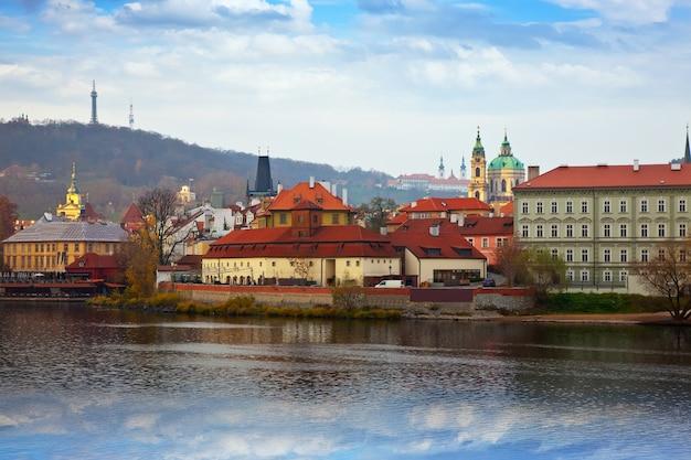 Praga do lado de vltava, república tcheca