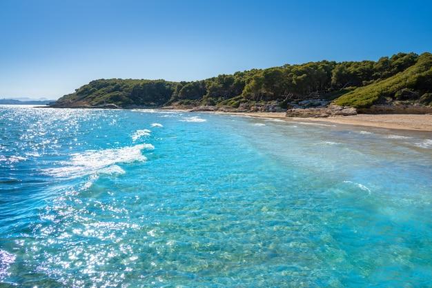 Praia cala de roca plana em tarragona