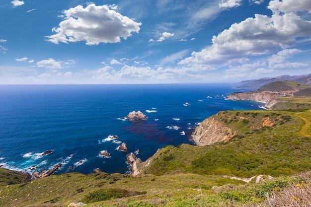 Praia da califórnia em big sur em monterey county route 1