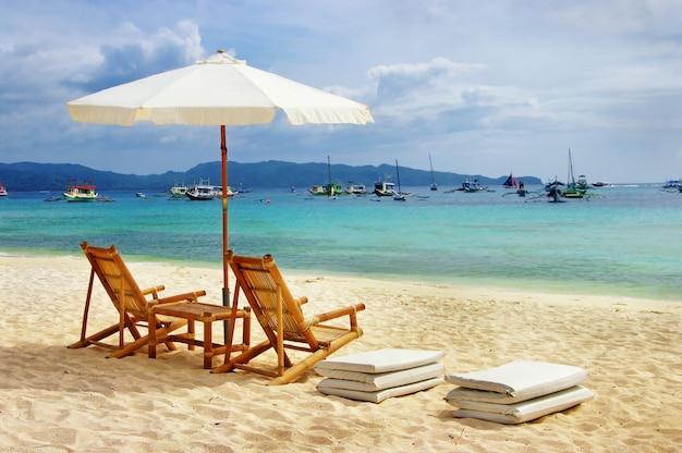 Praia da ilha de boracay. férias tropicais na melhor ilha das filipinas