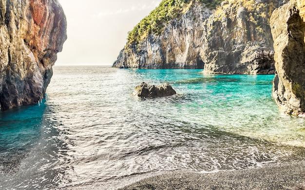 Praia de arcomagno, costa dos cedros, mar tirreno, itália