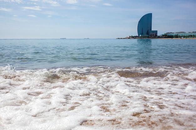 Praia de barceloneta e hotel vela