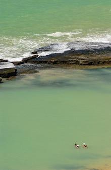 Praia de boa viagem recife pernambuco brasil areia com recifes ao fundo