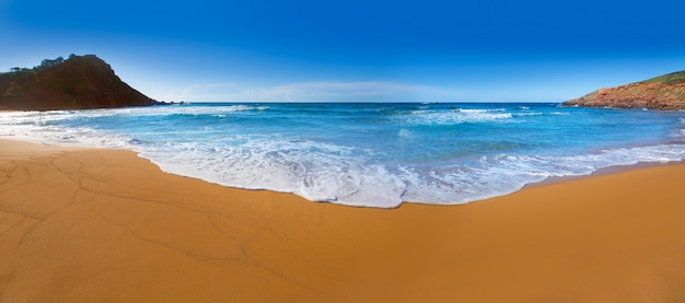 Praia de cala pilar em menorca em ilhas baleares