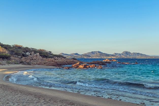 Praia de capriccioli na costa smeralda