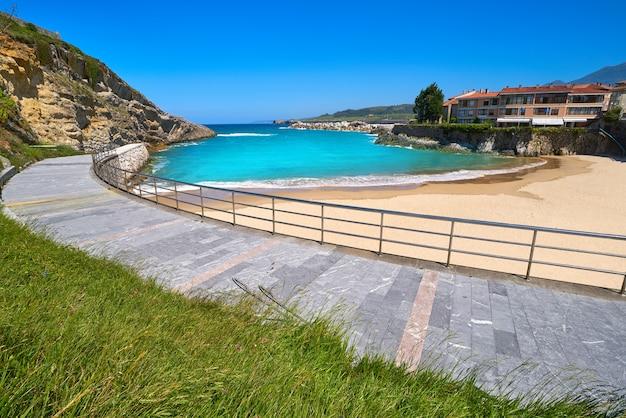 Praia de llanes el sablon nas astúrias, espanha