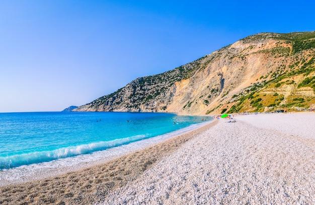 Praia de myrtos na ilha kefalonia, grécia