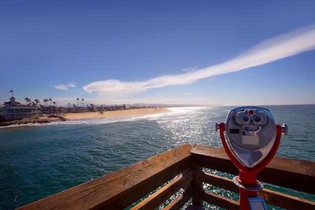 Praia de newport na califórnia vista do telescópio do cais