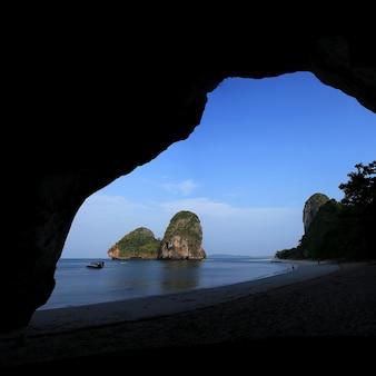 Praia de railay em krabi, tailândia