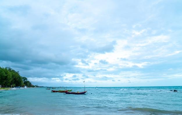 Praia de rayong na tailândia