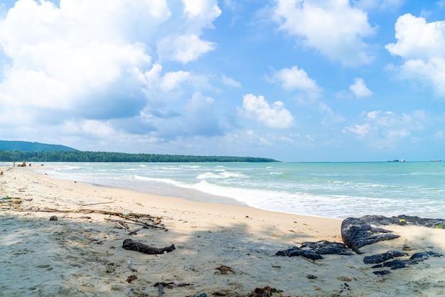 Praia de samila. marco de songkla na tailândia.