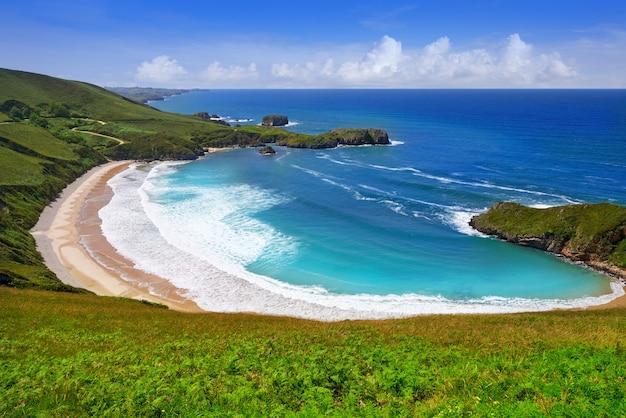 Praia de torimbia nas astúrias perto de llanes a espanha