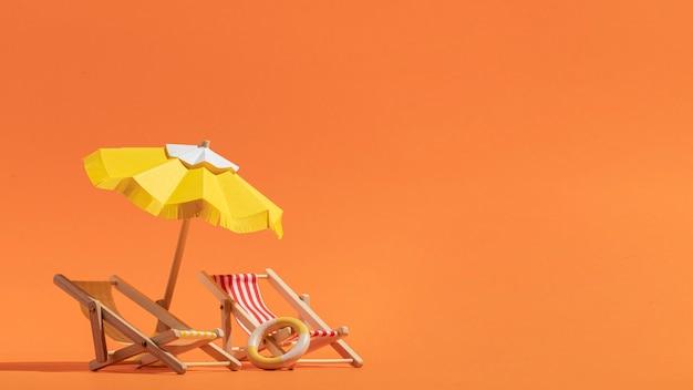 Praia de verão feita de diferentes materiais