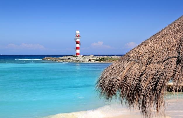Praia do caribe de turquesa farol de cancún