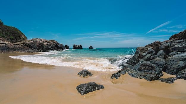 Praia do mar de pedra