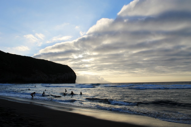 Praia dos açores no pôr do sol
