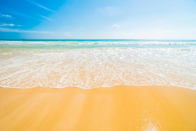 Praia e mar