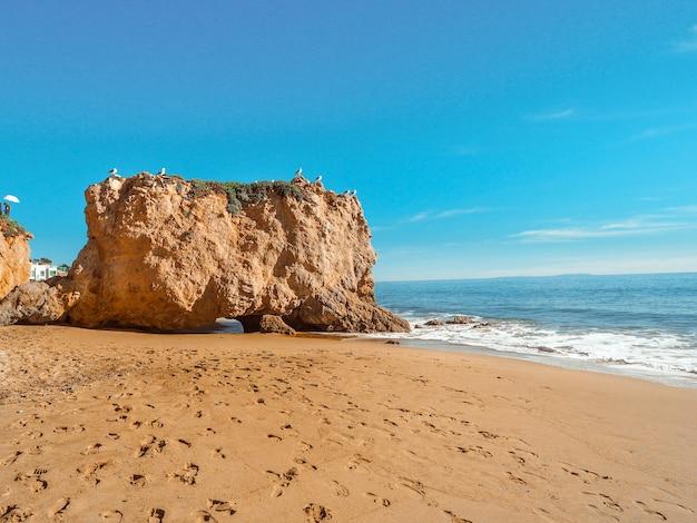 Praia el matador em malibu, califórnia