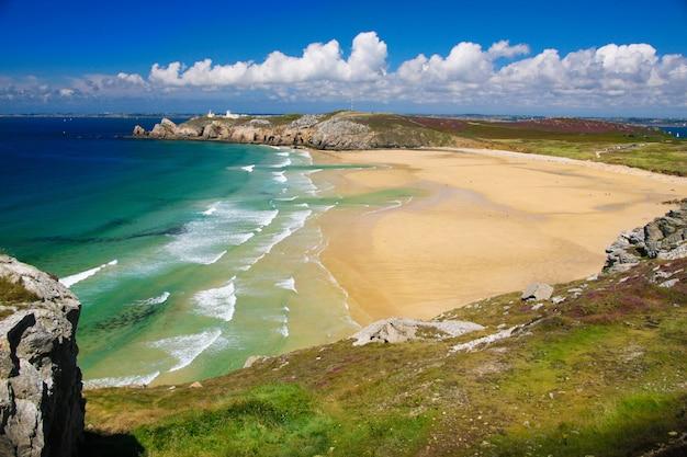 Praia incrível de camaret sur mer