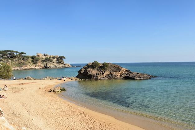 Praia la fosca em palamos, costa brava, província de girona, catalunha, espanha