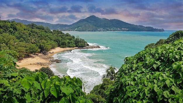 Praia laem sing do ponto de vista da estrada