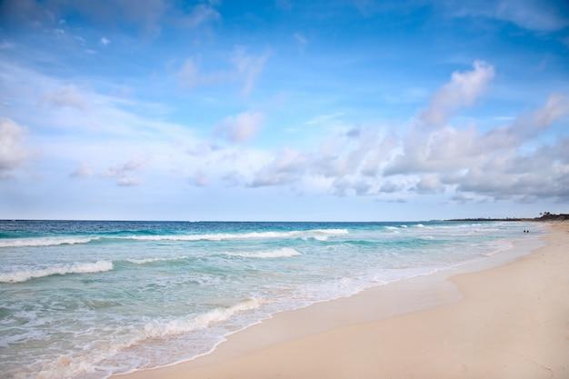 Praia no mar do caribe