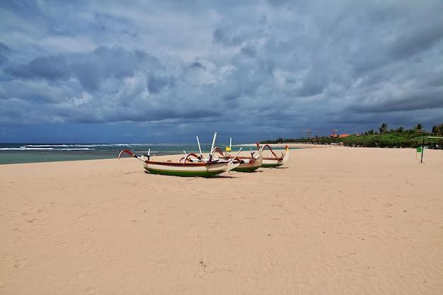 Praia nusa dua, bali, indonésia