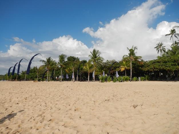 Praia nusa dua na ilha de bali, indonésia
