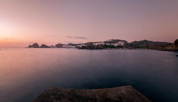 Praia sa mesquida, na ilha de menorca.