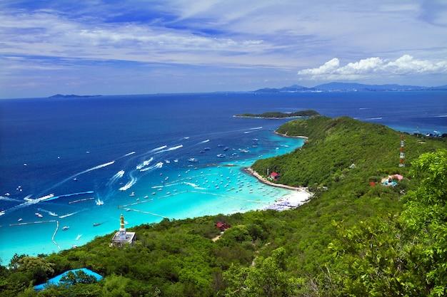 Praia tropical da ilha de koh larn na cidade de pattaya, chonburi, tailândia