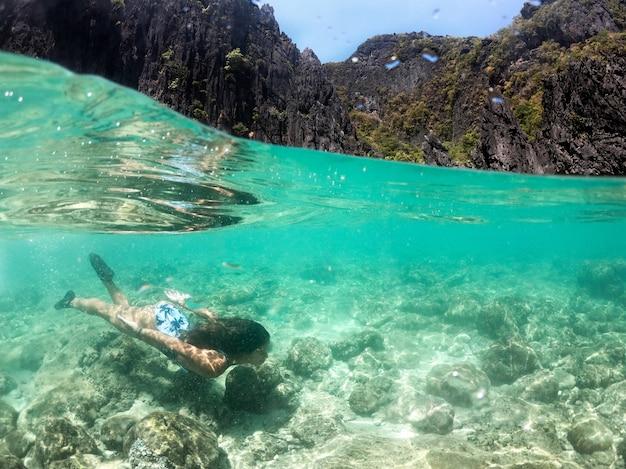 Praia tropical em el nido, palawan, filipinas