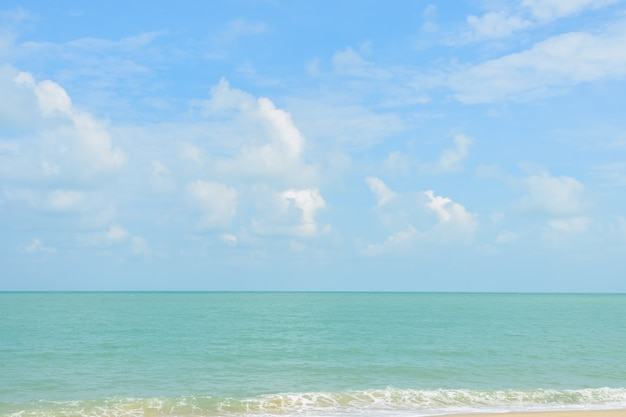 Praia tropical na tailândia