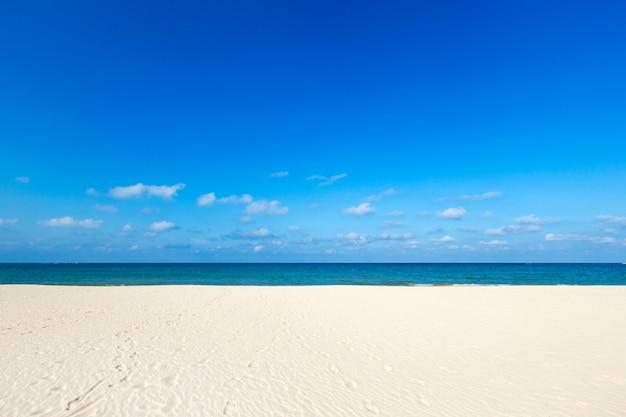 Praia tropical no sri lanka.