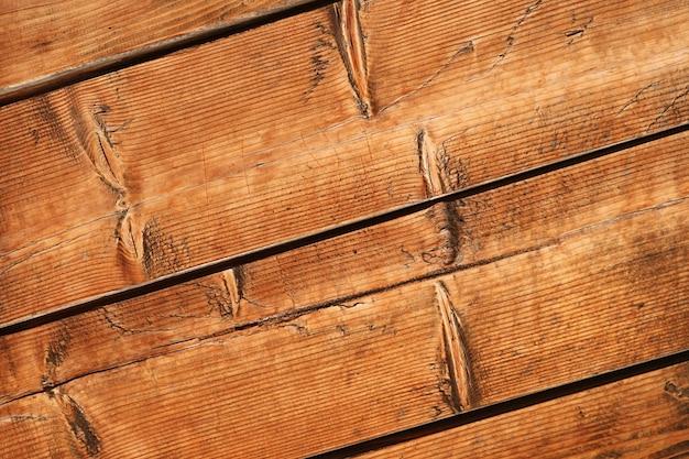 Prancha de madeira velha em padrão diagonal
