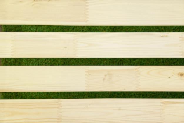 Pranchas de madeira em um fundo de linha