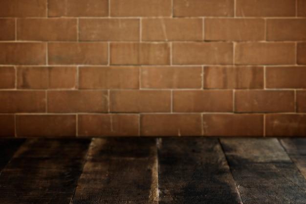 Pranchas de madeira rústicas com fundo de parede de tijolos