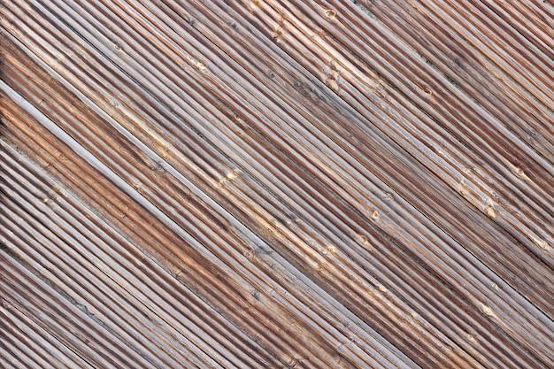 Pranchas diagonais marrons de madeira, plano de fundo ou textura